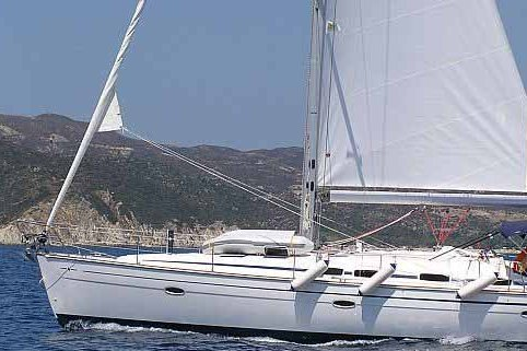 Discover the Sporades Islands with your friends on this spacious sailboat !