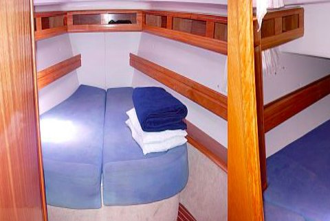 Discover Volos surroundings on this 46 Cruiser Bavaria boat