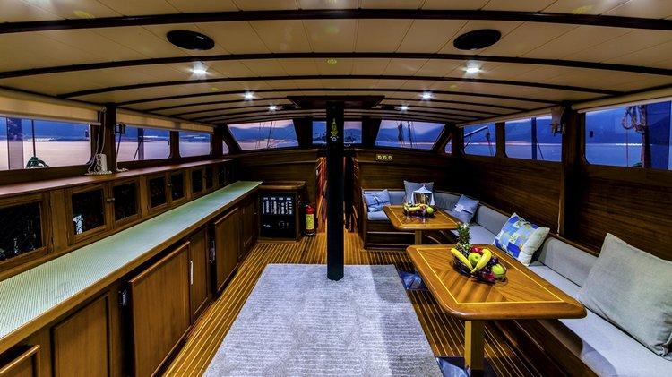 Motorsailer boat for rent in Mykonos