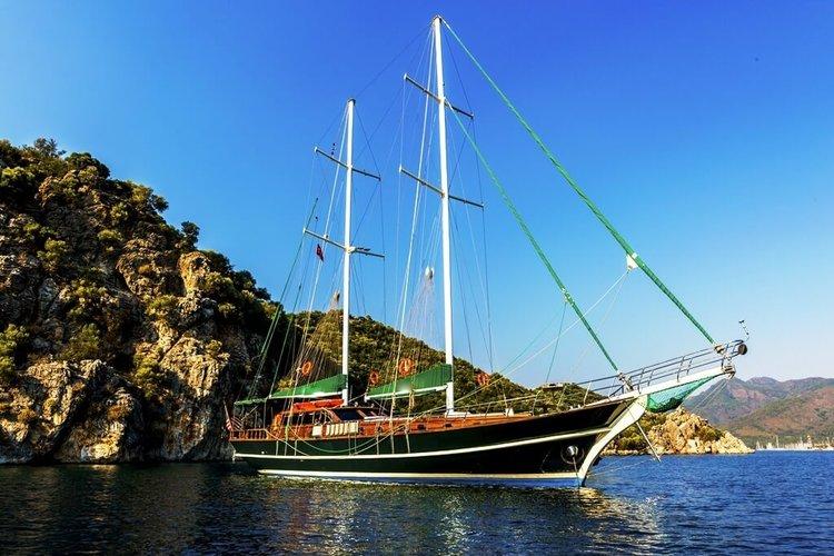 This 77.0' Fethiye shipyard cand take up to 8 passengers around Mykonos