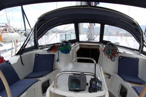 Discover Volos surroundings on this Sun Odyssey 49 DS Janneau boat