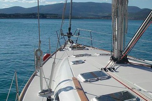 Invite your family on this sailboat for a wonderful week in the Sporades !