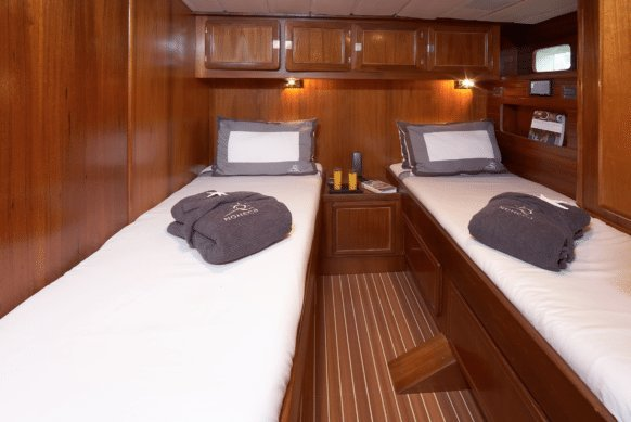 Cruiser boat for rent in Antibes