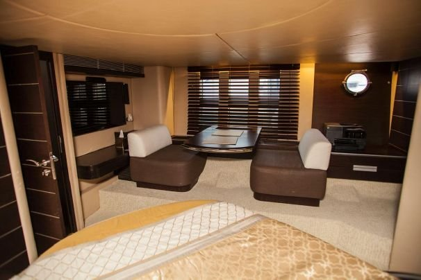 Discover Sag Harbor surroundings on this 68S Azimut boat