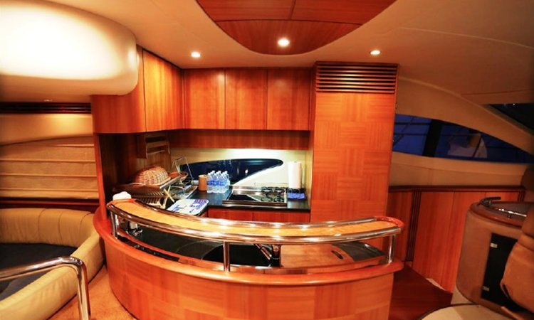 Up to 13 persons can enjoy a ride on this Mega yacht boat