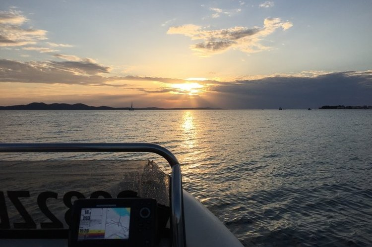 Discover Zadar surroundings on this 565 Diverib boat