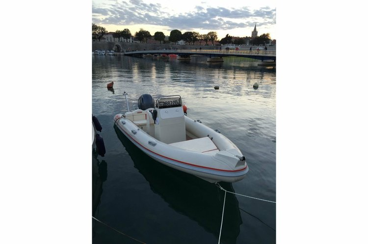 Rigid inflatable boat for rent in Zadar