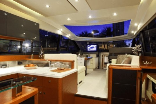 Cruiser boat rental in Cannes,