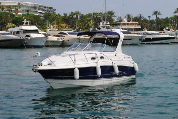 Ride this lovely motorboat on Cannes waters !