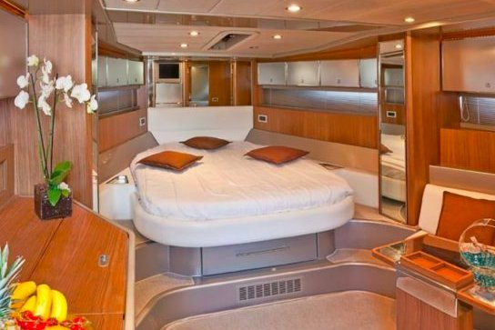 Runabout boat rental in Antibes, France