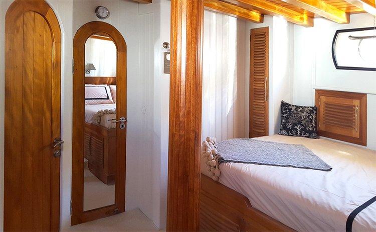 Motorsailer boat for rent in HVAR