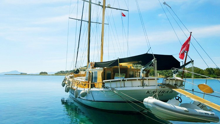 Boating is fun with a Motorsailer in HVAR