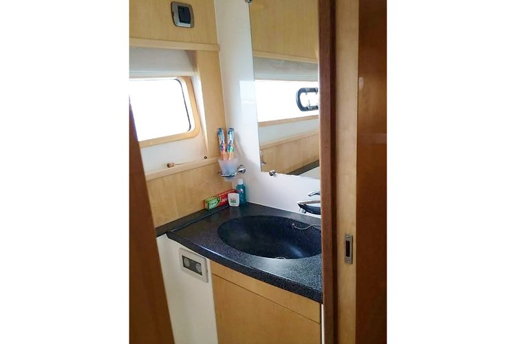 Discover St Thomas surroundings on this Privilege 615 Alliance Marine boat