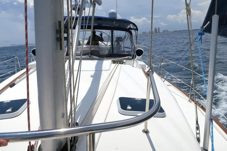 Discover Miami surroundings on this Oceanis 461 Beneteau boat