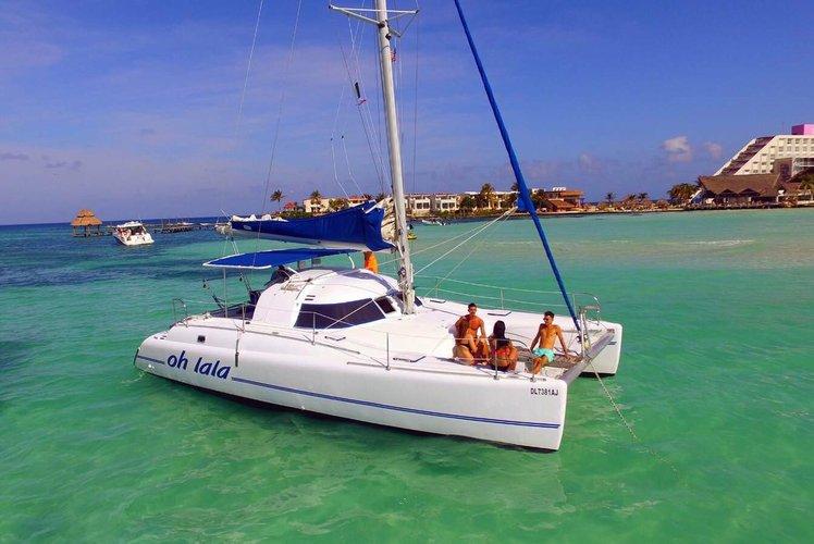 Catamaran boat for rent in Cancun