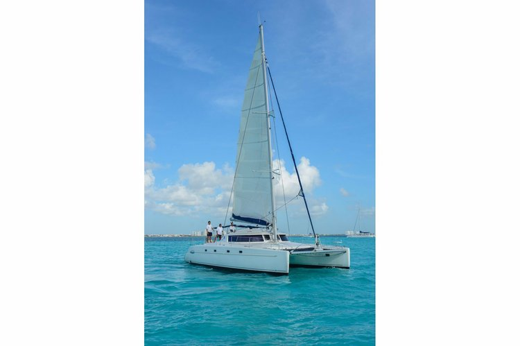 Jump on this beautiful wonderful boat for a day in Cancun !
