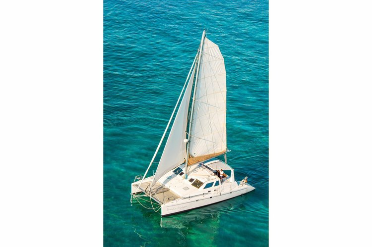 Rent this catamaran for an incredible day on Mexican waters !
