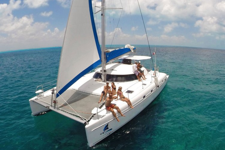 Catamaran boat for rent in Cancun