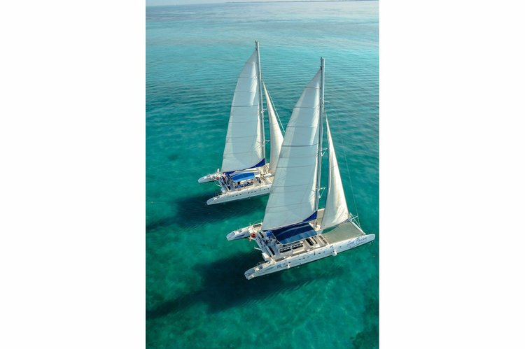 Take a ride to paradise onboard this catamaran !