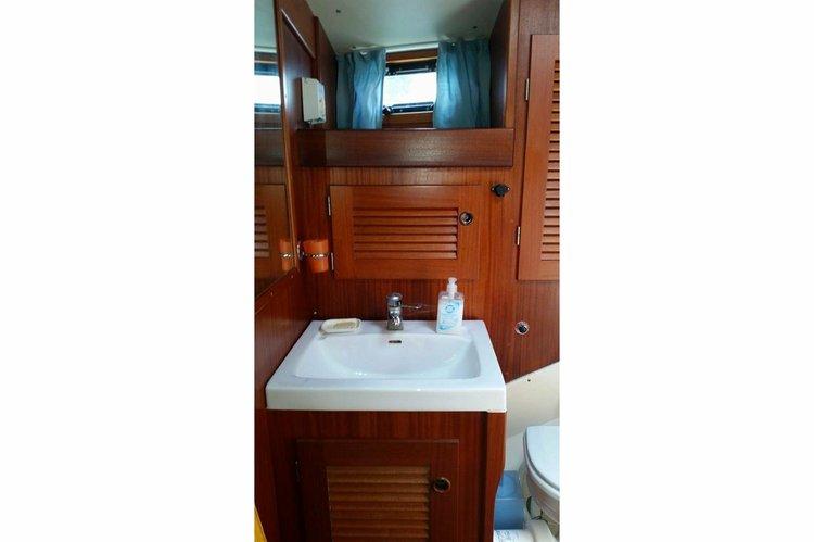 Sloop boat for rent in Villeneuve Loubet
