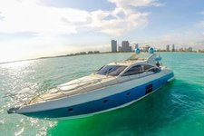 Try this elegant motorboat for an incredible moment on the water !