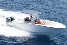 Have fun on Virgin Islands waters aboard this amazing motorboat !