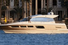 Explore Cannes region on this ultra modern yacht !
