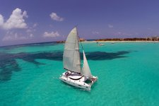 Discover Cancun's natural beauties on this amazing catamaran !