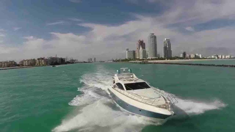 Discover Hollywood surroundings on this 68s Azimut boat