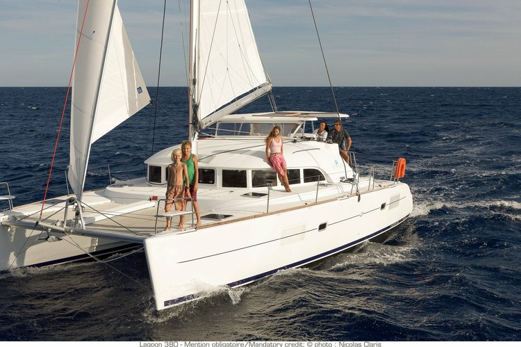Cruise around the Tagus River waters in this luxurious catamaran