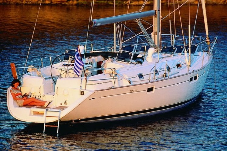 Discover Palma de Mallorca surroundings on this 461 Oceanis boat