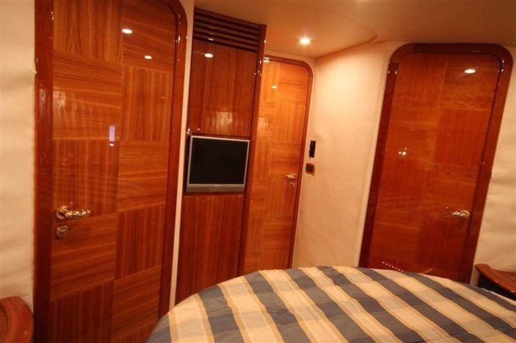 Discover Peloponnese surroundings on this Azimut 62 Azimut / Benetti Yachts boat