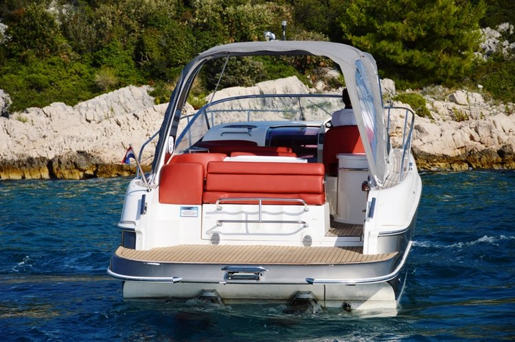 Up to 4 persons can enjoy a ride on this Bavaria Yachtbau boat