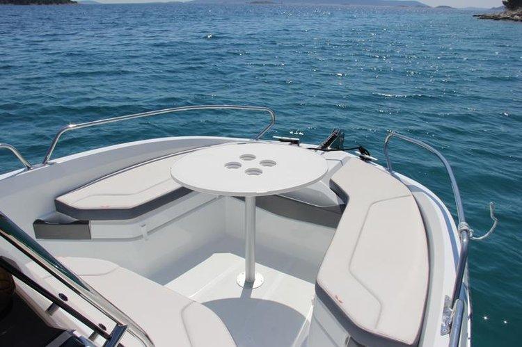 Discover Split region surroundings on this Beneteau Flyer 6.6 Space Deck Bénéteau boat