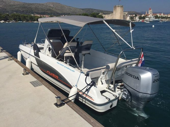 This 21.0' Bénéteau cand take up to 8 passengers around Split region