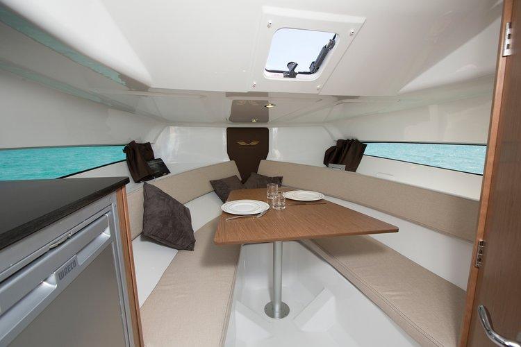 Discover Split region surroundings on this Beneteau Flyer 7.7 SUNdeck Bénéteau boat