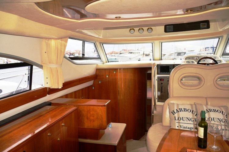 Up to 5 persons can enjoy a ride on this Motor yacht boat