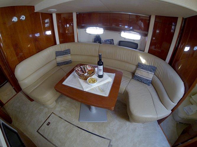 This 53.0' Fairline Boats cand take up to 8 passengers around Šibenik region