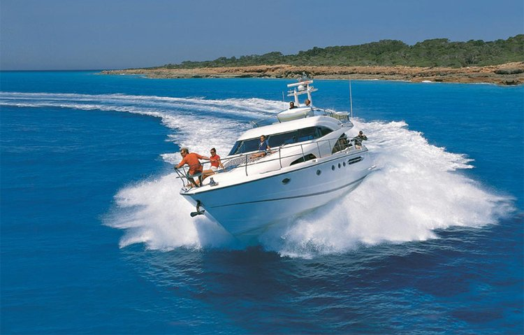 Discover Šibenik region surroundings on this Fairline Squadron 58 Fairline Boats boat