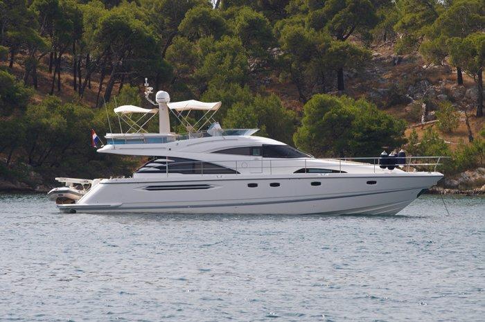 Boating is fun with a Motor yacht in Šibenik region