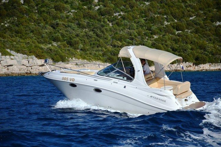 Four Winns Boats's 28.0 feet in Šibenik region