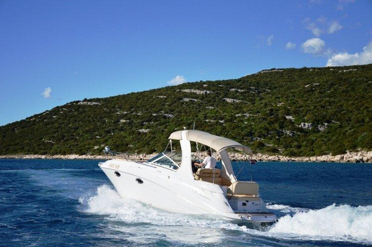 Discover Šibenik region surroundings on this Four Winns 278 Vista Four Winns Boats boat