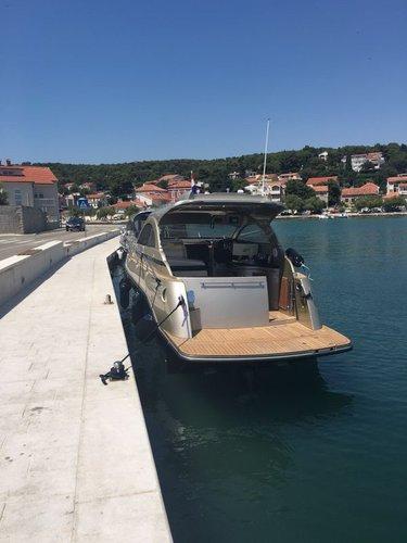 This 32.0' Grginić jahte cand take up to 6 passengers around Zadar region
