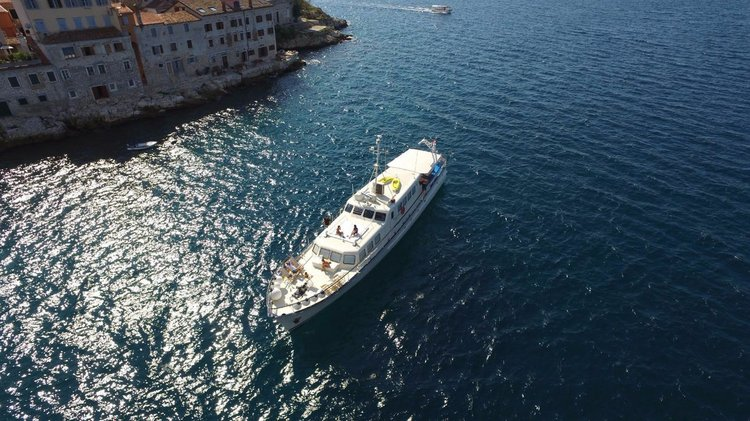This 98.0' Gustafsson & Anderssons Varvs cand take up to 8 passengers around Split region