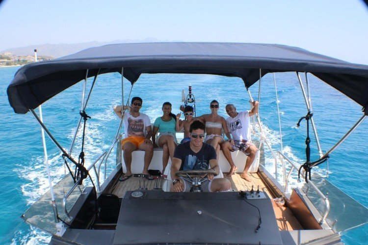 Motor yacht boat for rent in athens
