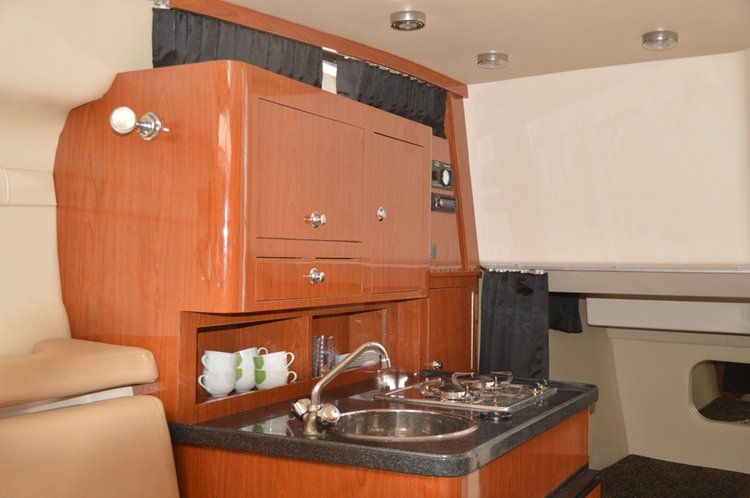 Discover Split region surroundings on this Regal Commodore 2860 Regal Boats boat