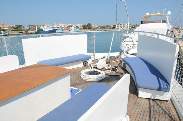 Motor yacht boat for rent in kyllini