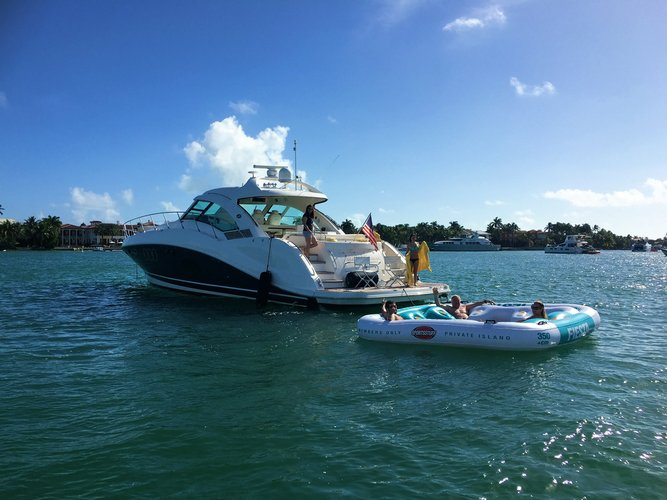 Discover Key Biscayne surroundings on this Sundancer Sea Ray boat