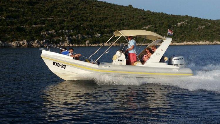 Discover Split region surroundings on this Aquamax B20F Inmark Marine boat