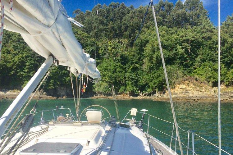 Discover SADA surroundings on this Bavaria 38 Bavaria boat